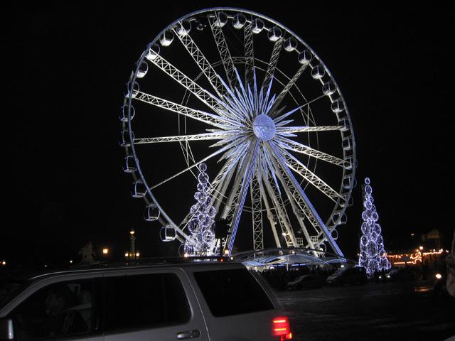 Lichtverschmutzung – hier in Riesenrad in Paris