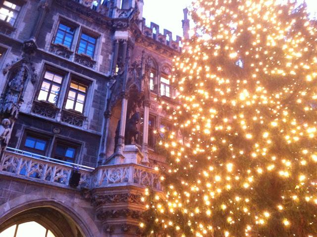 Weihnachtsbaum vor dem Münchner Rathaus